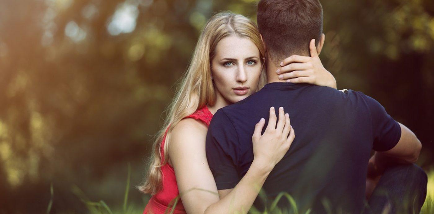 Come evitare i 4 comportamenti che distruggono la coppia (con audio dell'articolo)